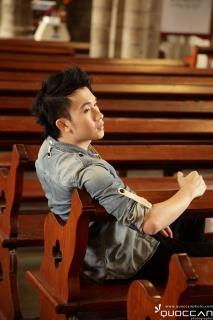 Duong Trieu Vu singer
